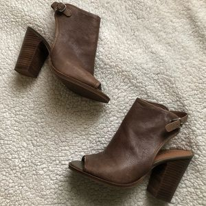 Lucky Brand, leather sandals, 8.5, taupe